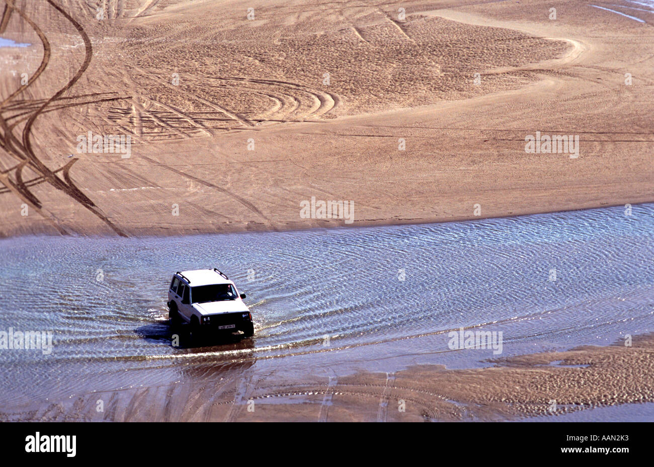 A off road vehicle nr the Inland sea Khor al Udeid in the south of Qatar, south of Doha.  In the Arabian Gulf Middle East - Stock Image