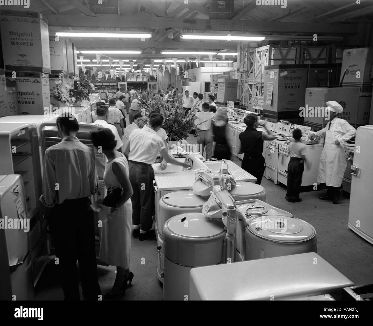1950s APPLIANCE SHOWROOM - Stock Image