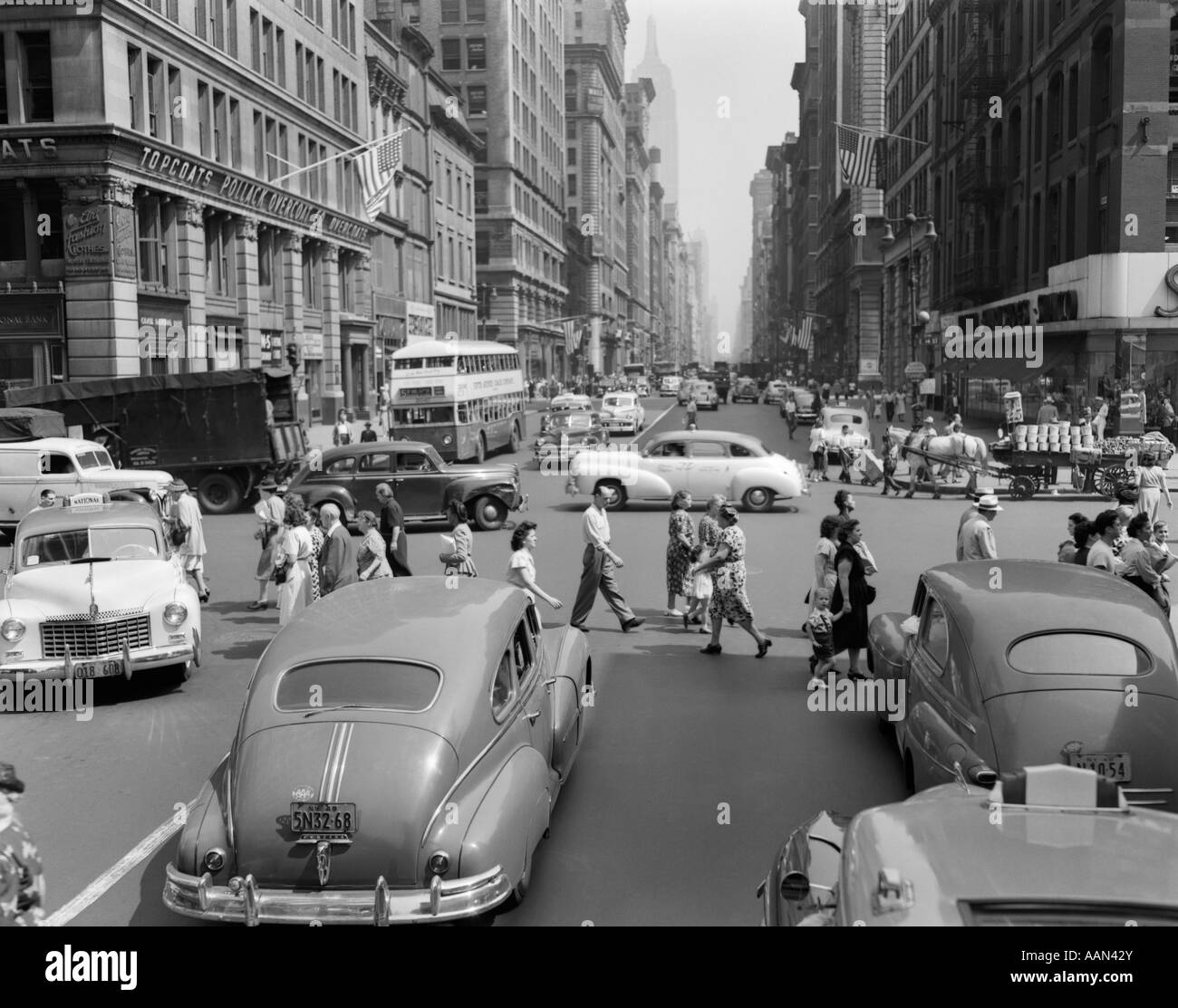 United Auto Group >> 1940s 1950s STREET SCENE CROWDS TRAFFIC INTERSECTION FIFTH AVENUE Stock Photo: 12667682 - Alamy