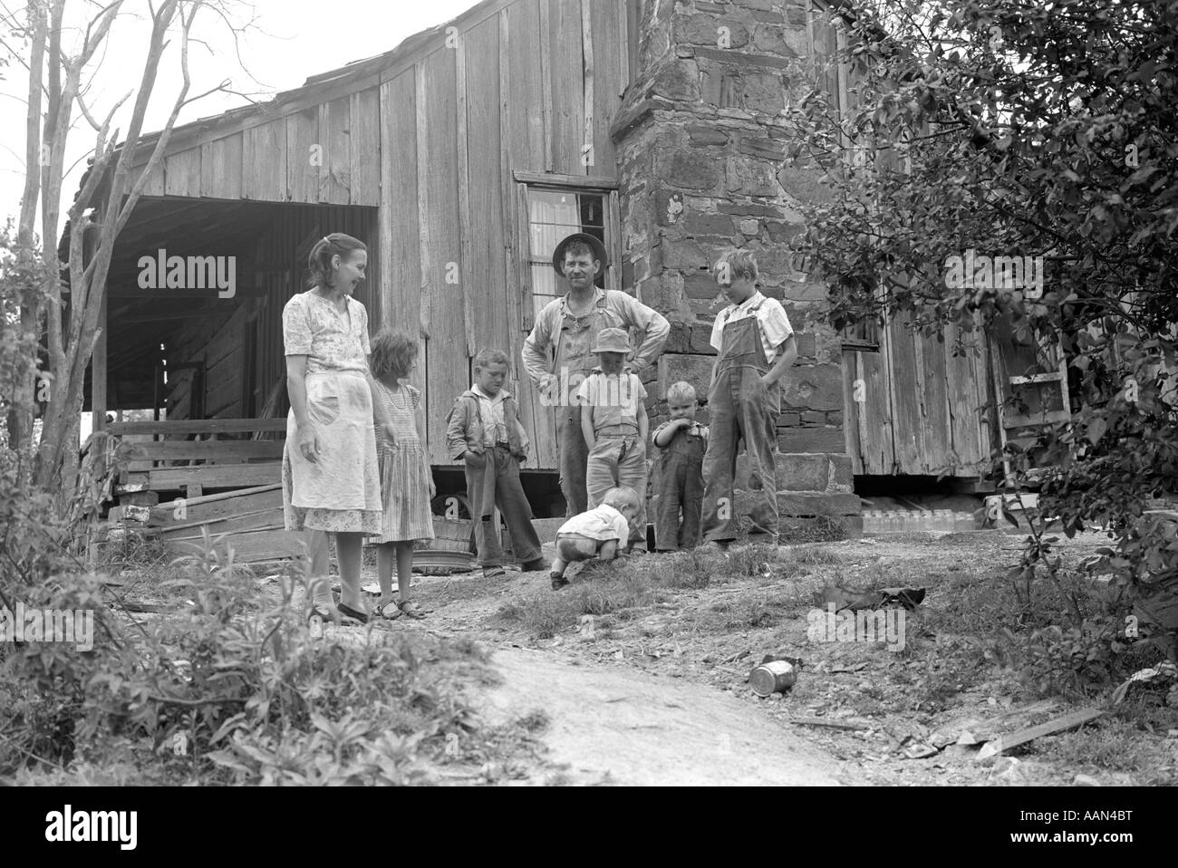 1930s Rural Mountain Farm Family Pioneer Mother Father Six