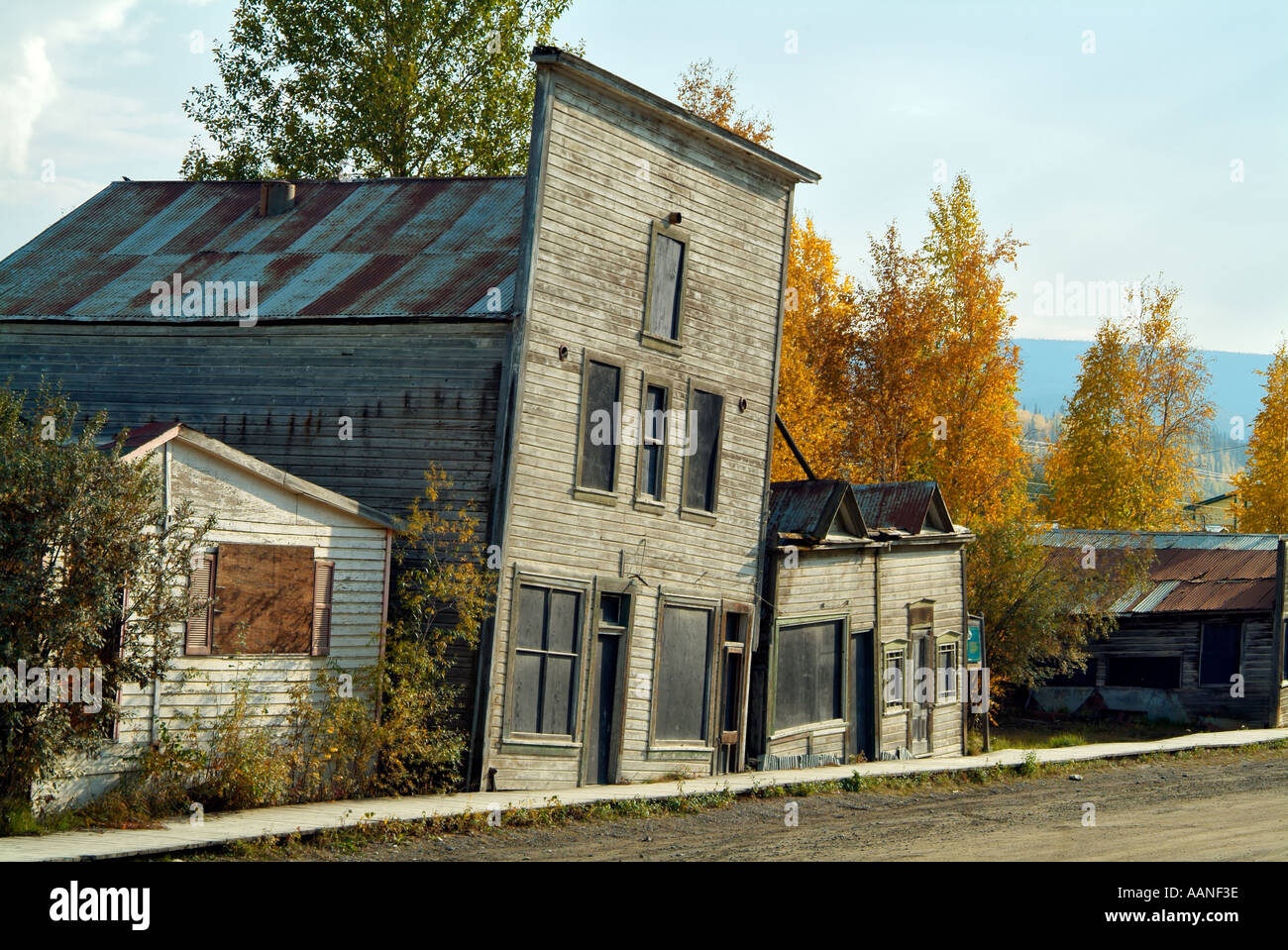 Old wooden buildings in Dawson City suffering from the effects of permafrost, Yukon, Canada - Stock Image