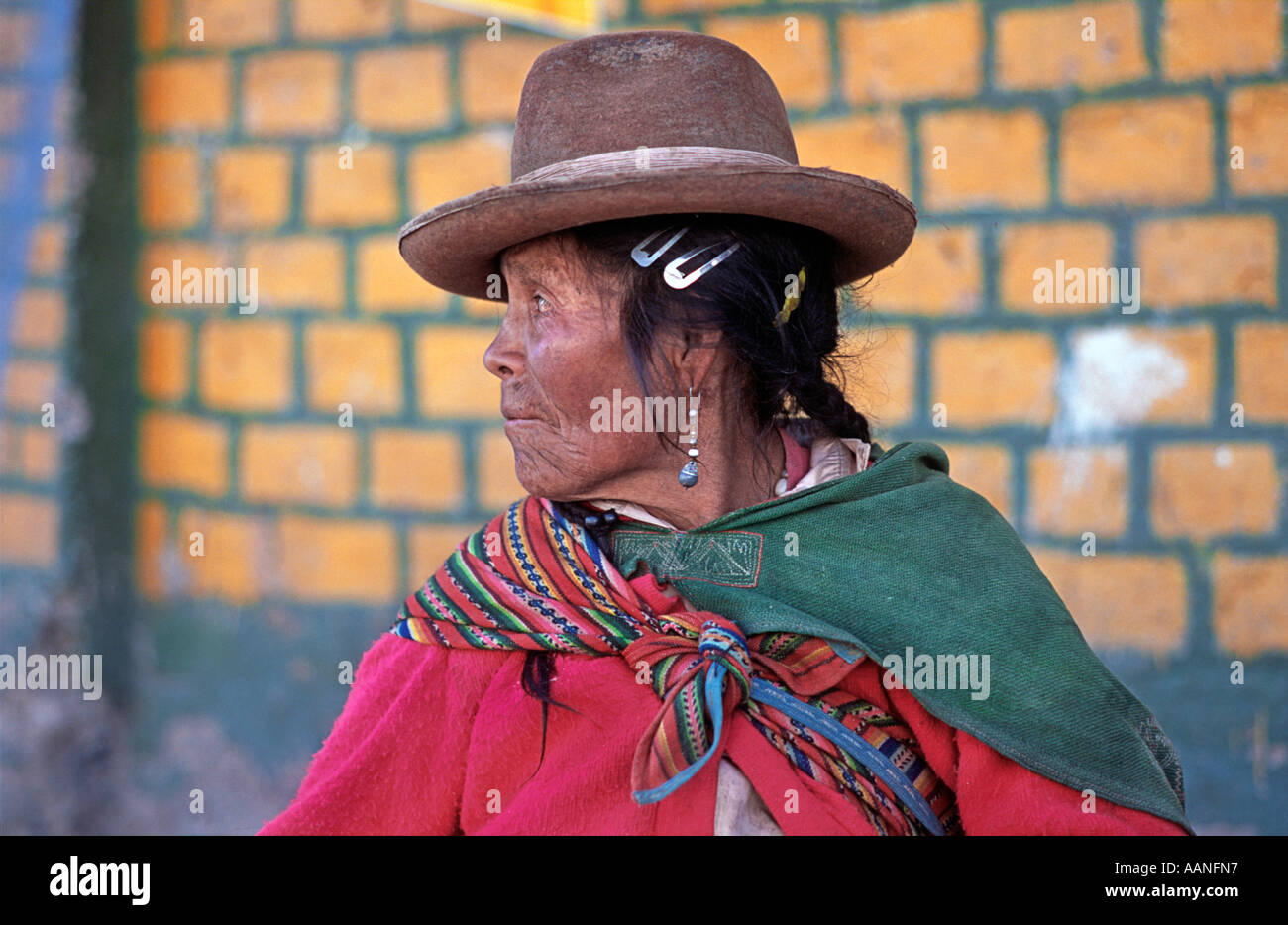 Elderly Peruvian woman in Andean style dress at Hiuaraz market Northern Peru South America - Stock Image