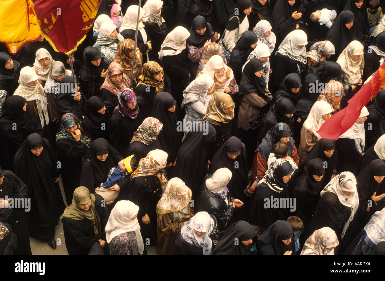Hezbollah member Funerals with muslim women marching South Lebanon - Stock Image