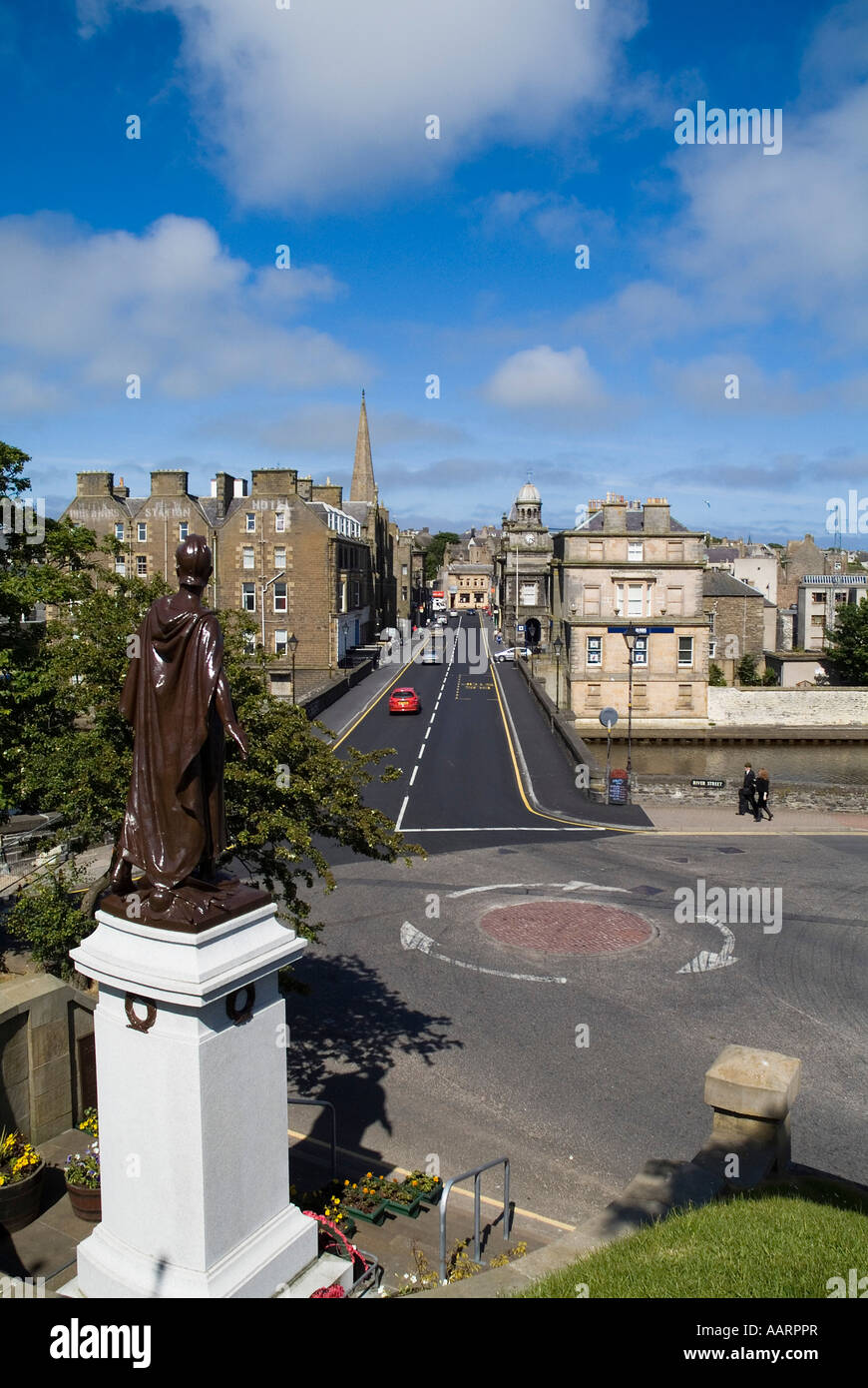 dh  WICK CAITHNESS War memorial and Bridge Street scotland scottish road north 500 - Stock Image