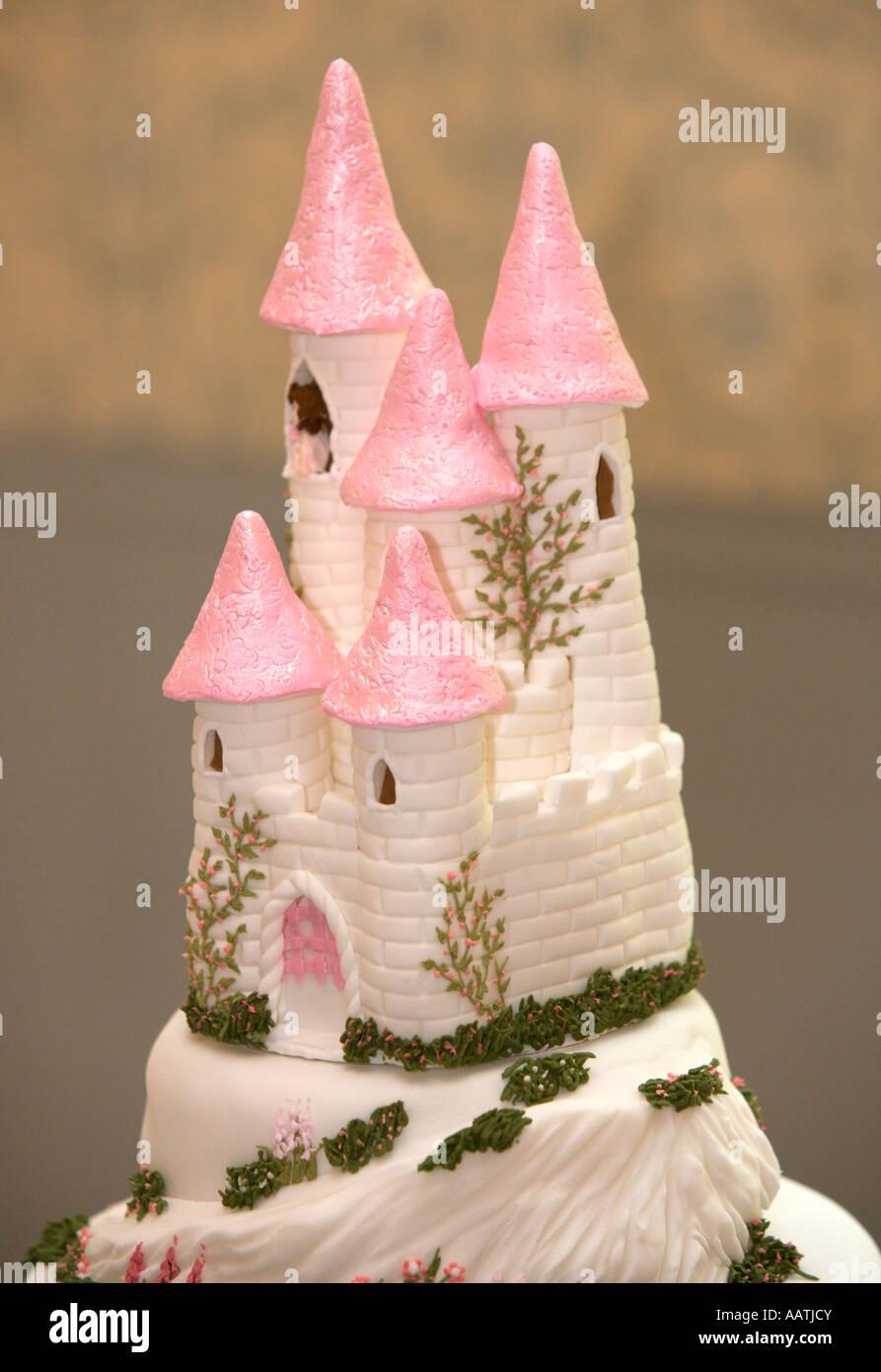 Unusual Wedding Cake Stock Photos & Unusual Wedding Cake Stock ...