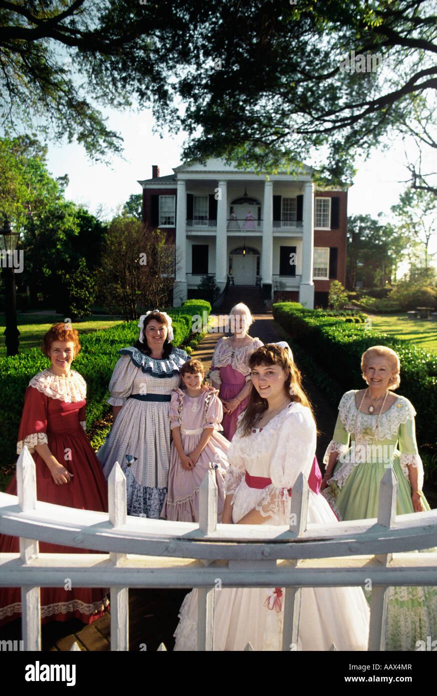 Women and Rosalie Plantation Natchez MS - Stock Image