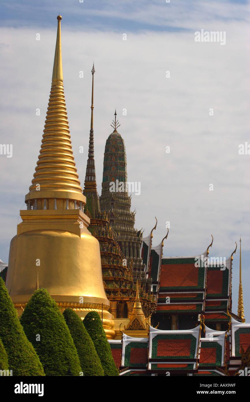 Gilt pagoda of Chedi Pra Si Ratana - Stock Image