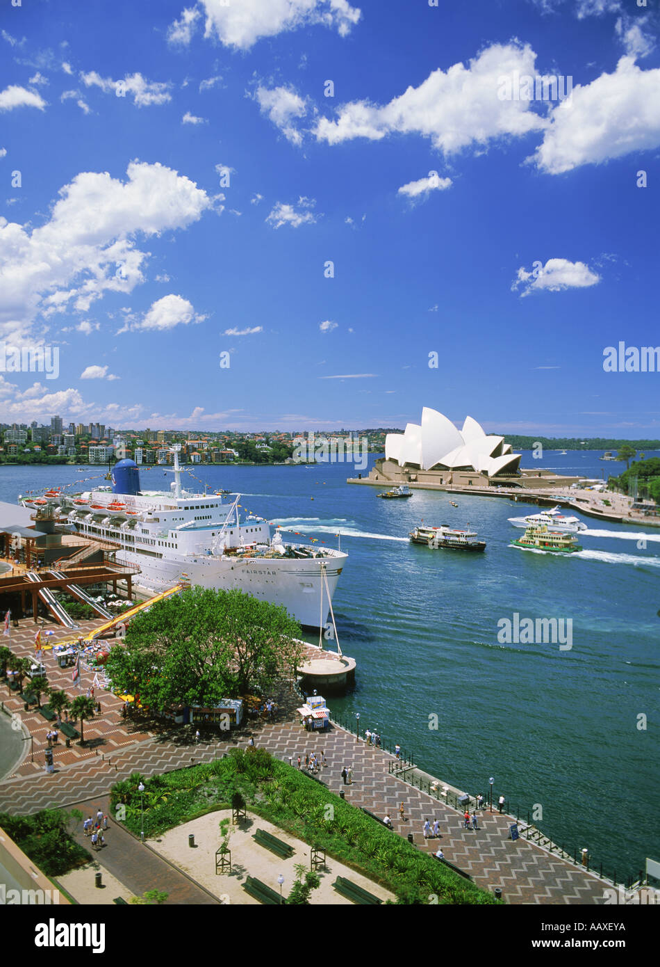 Passenger ships and ferryboats at the Sydney Harbor Quay with Opera House - Stock Image