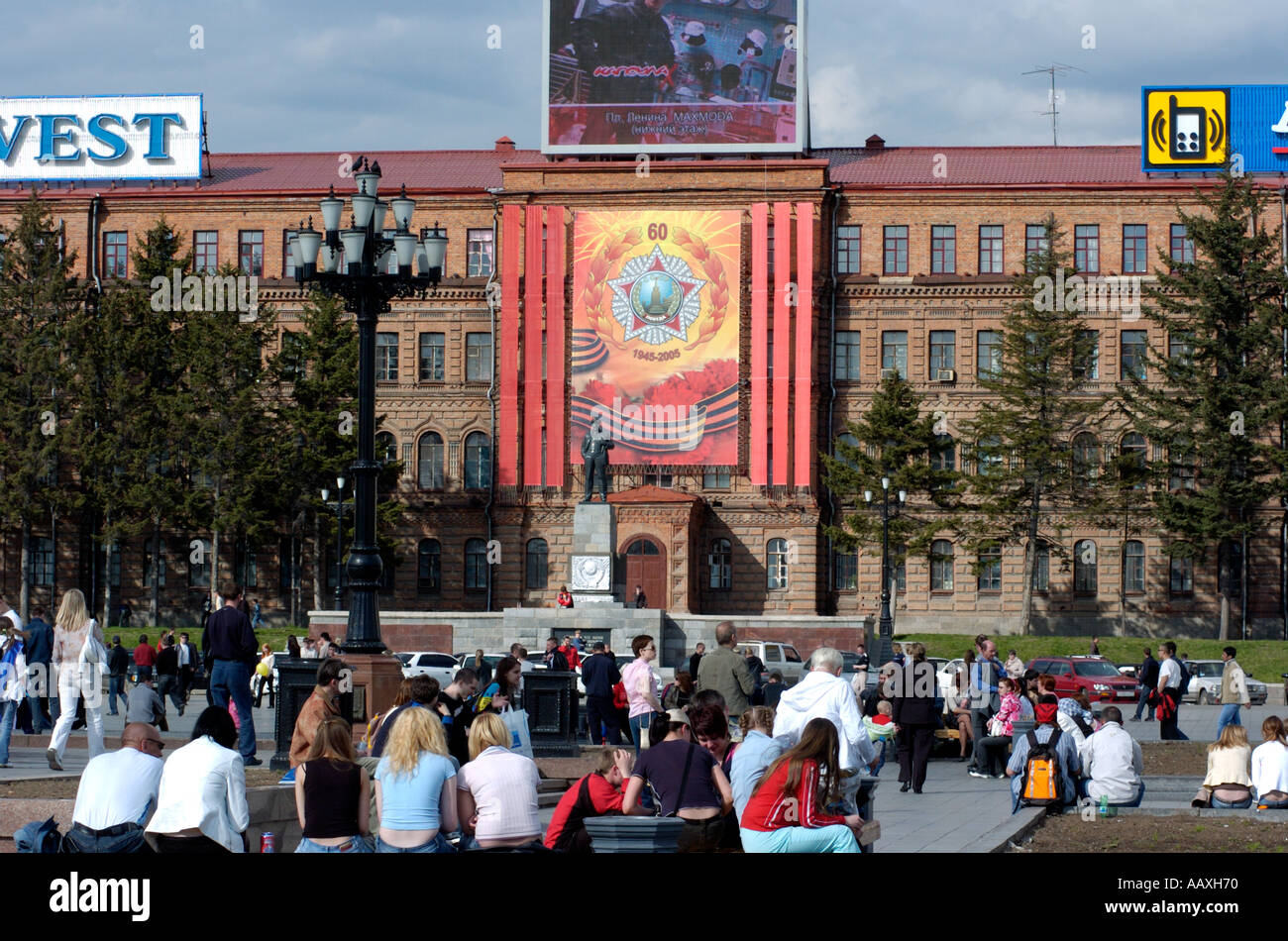 Crowd of local people enjoy spring sunshine in Lenin Square Khabarovsk Russia 2005 - Stock Image
