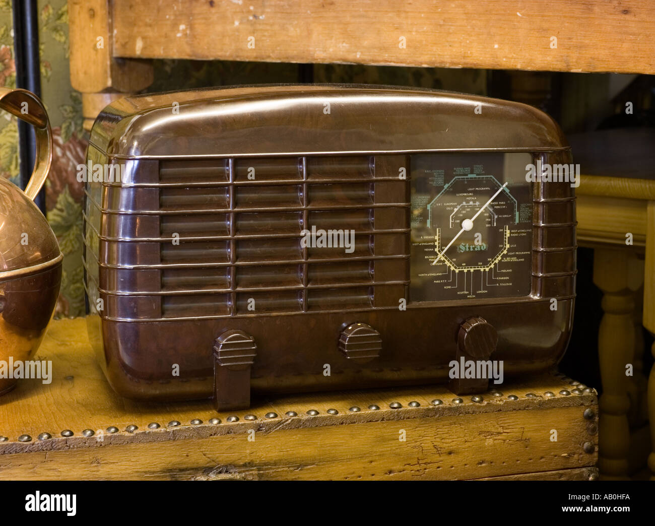 1946 Strad PW461 bakelite vintage radio receiver made by R.M.Electric UK - Stock Image