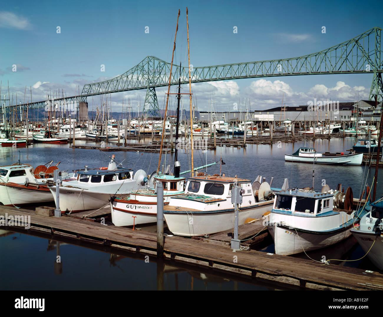 Astoria Oregon showing local marina on the Columbia River