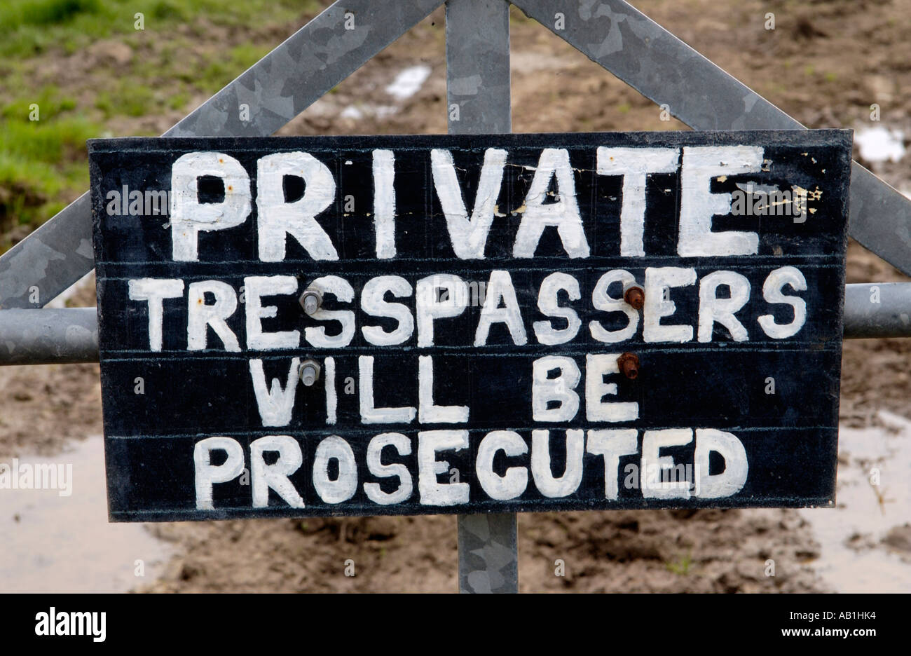 PRIVATE TRESSPASSERS WILL BE PROSECUTED sign on gate in UK - Stock Image