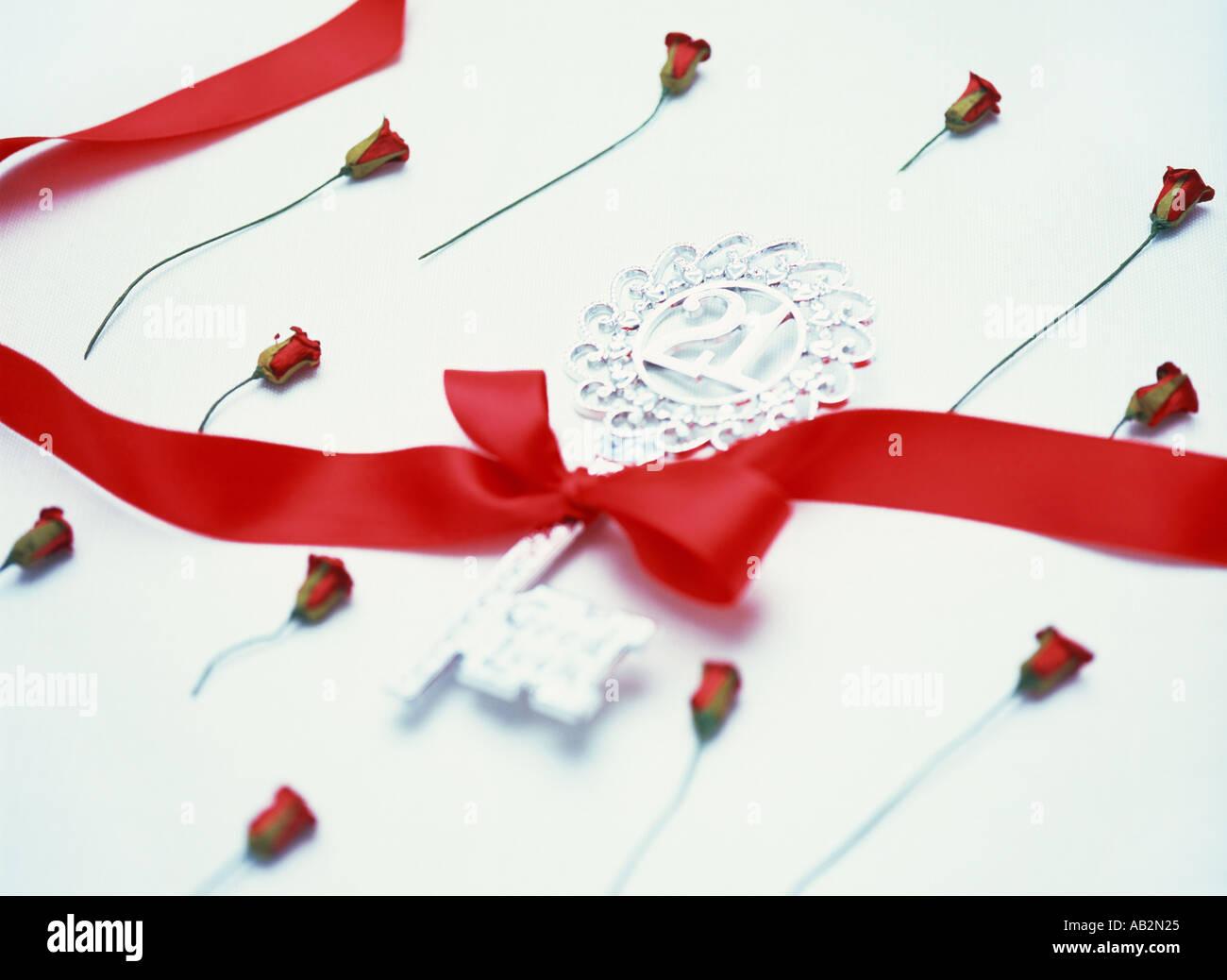 21st birthday celebration key and roses - Stock Image