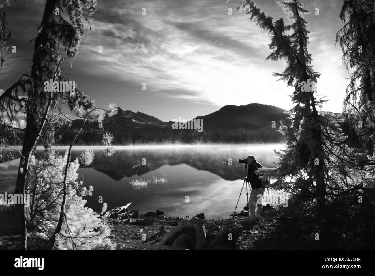 Photographer taking photos at Sparks Lake Central Oregon USA - Stock Image