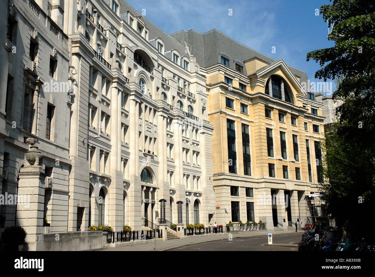 Buildings in Finsbury Circus in the City of London - Stock Image