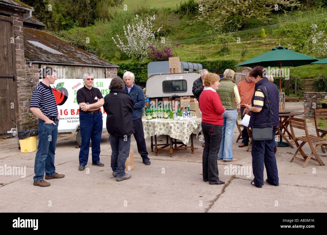 Local foodproducers meet buyers from tourism businesses at Rheld Farm Crickhowell Powys Wales UK - Stock Image