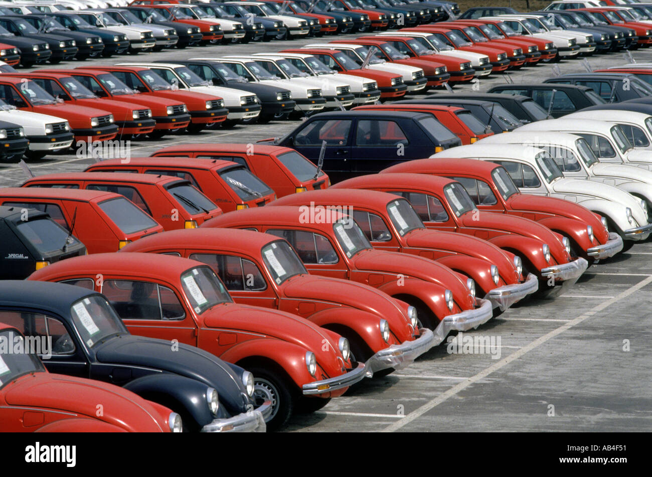 Vw Jetta Stock Photos Images Alamy Mexican Beetle Wiring Diagram Volkswagen Beetles And Jettas Waiting To Be Loaded On Railcars For Shipment At The Plant