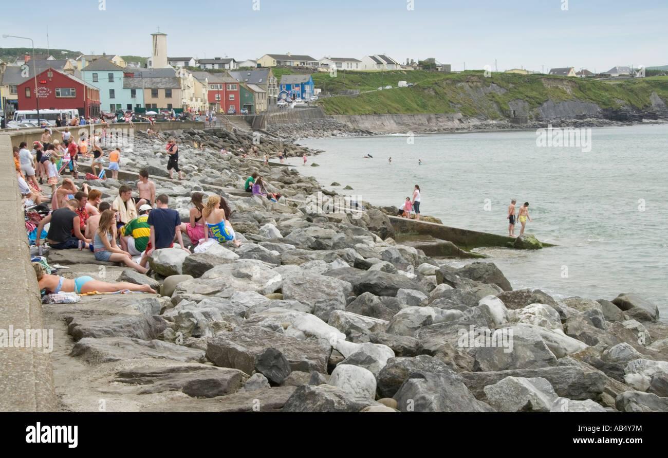 Ireland County Clare Lahinch beach strand breakwater - Stock Image