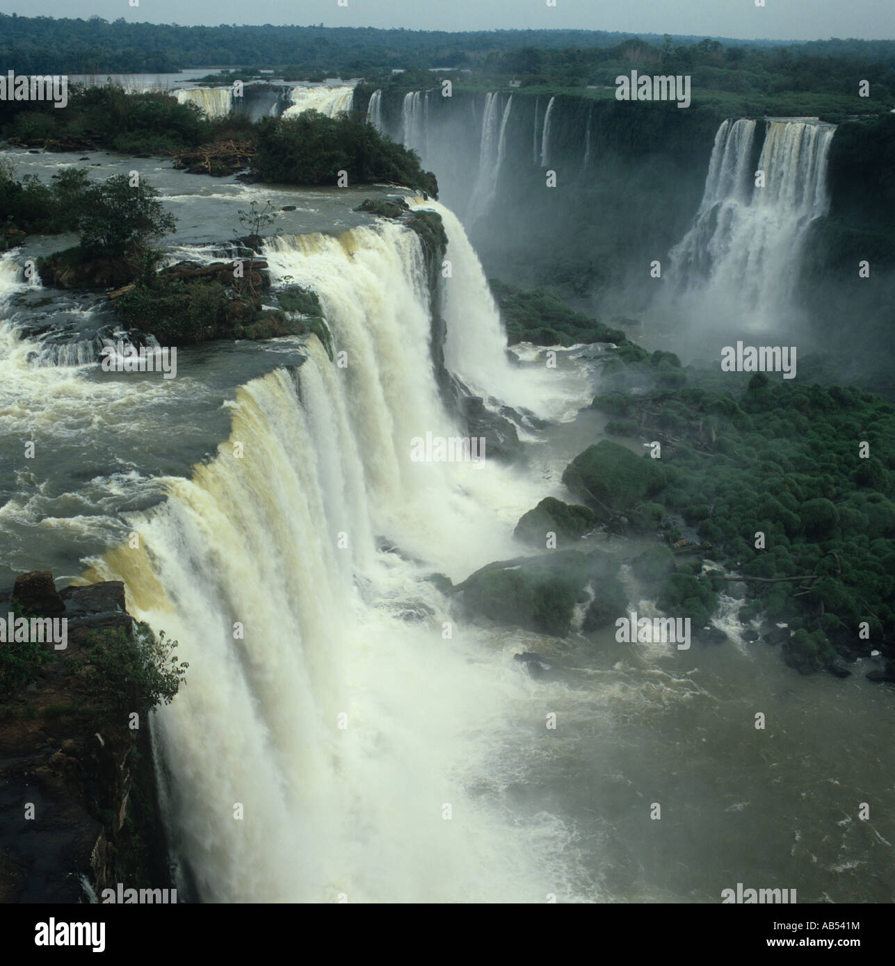 BraziLThe Iguacu (ss) Falls separate it fromArgentina and Paraguay stretch  for2.5 mls