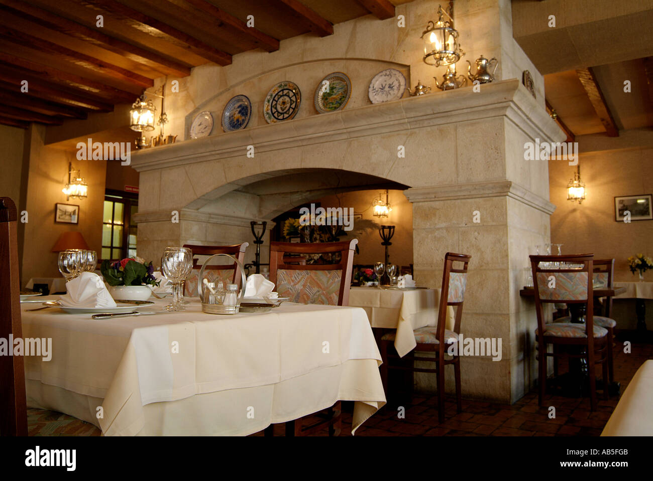 French, Restaurant, France, Food, Romantic, Dinner, Lunch, Table, At,  Cloth, Candle, Light, Candlelight, Candlelit, Lit, Meal