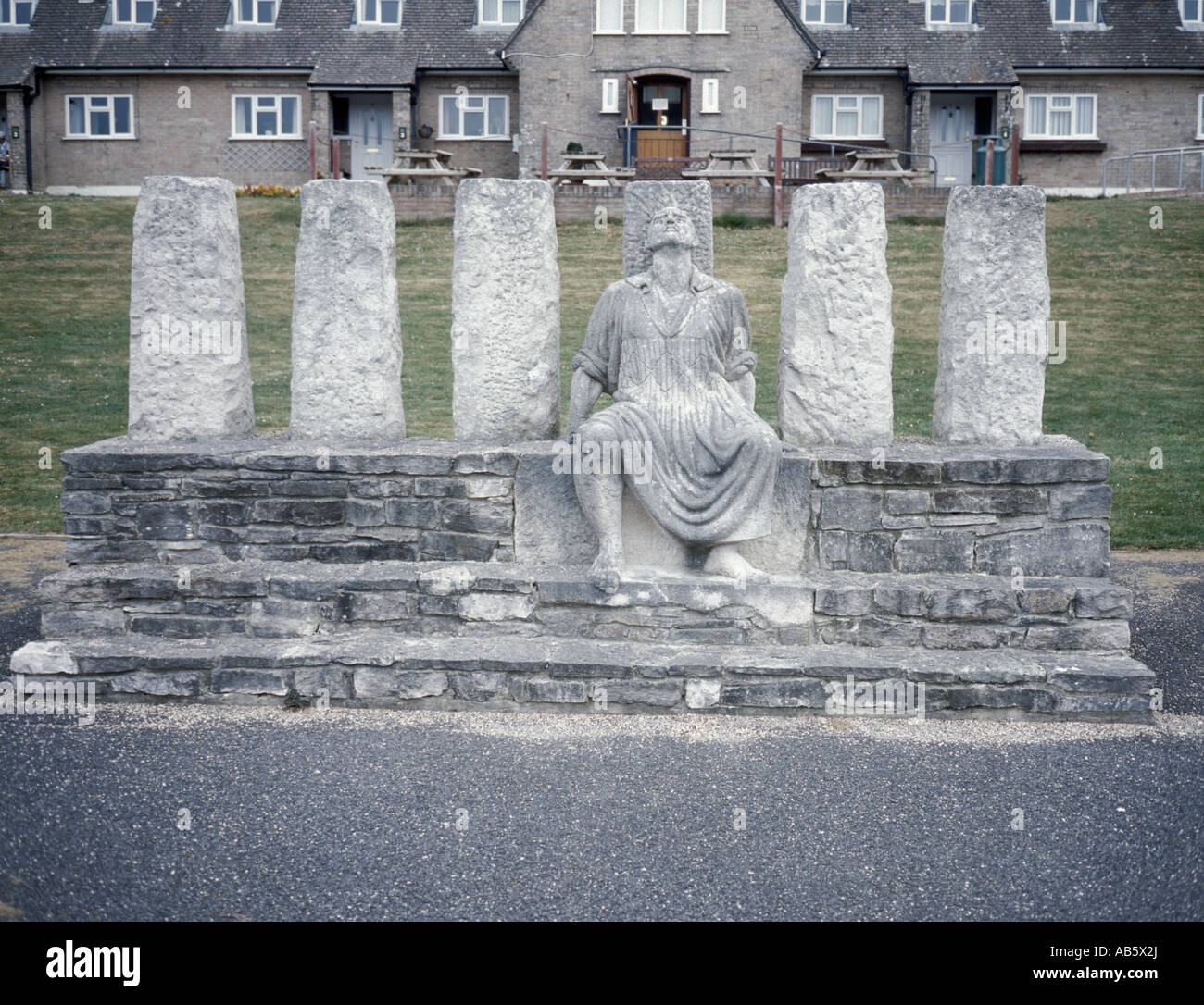 Sculpture of George Loveless, leader of the Tolpuddle Martyrs, with Trades Union cottages beyond, Tolpuddle, Dorset, - Stock Image