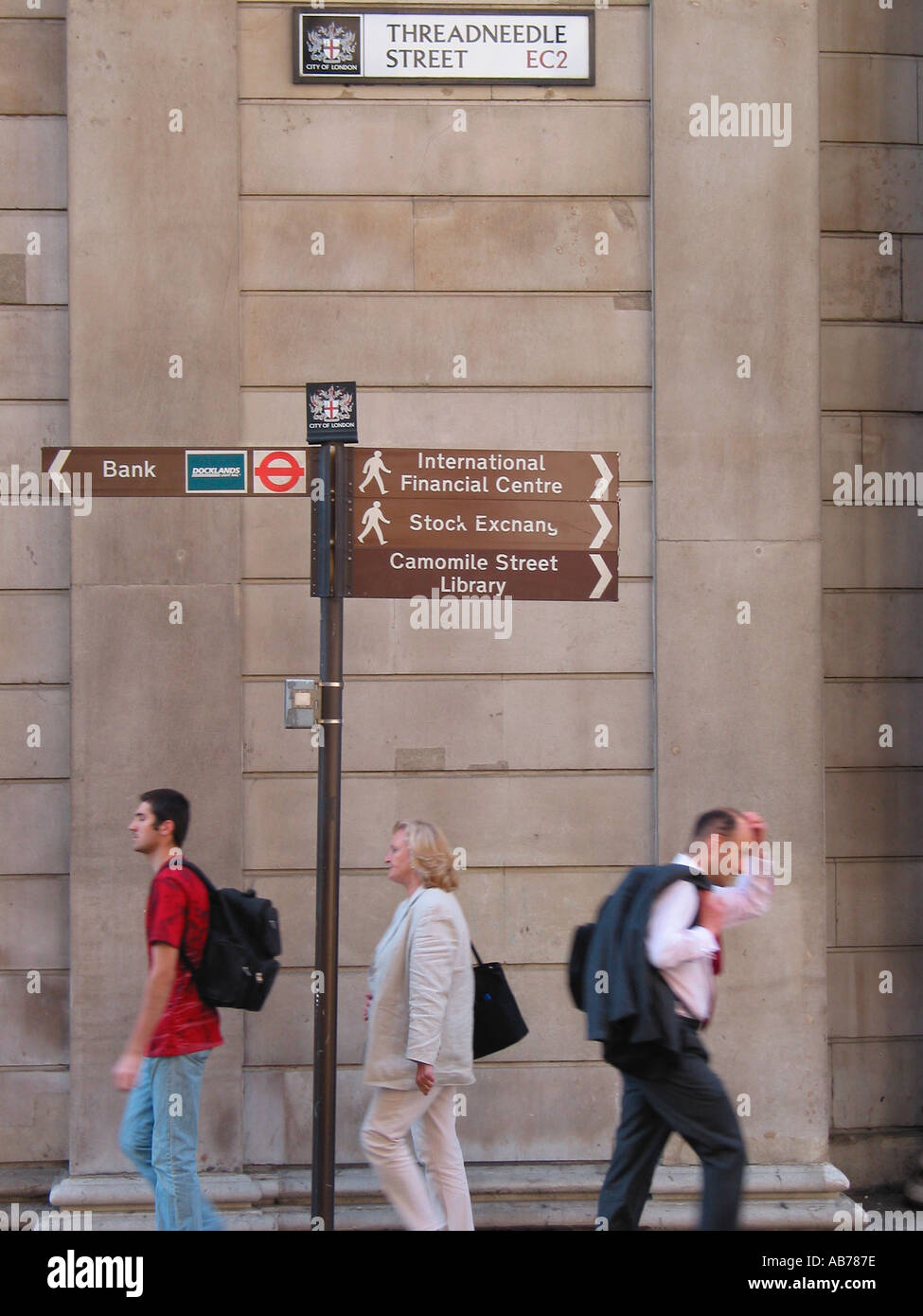 City Workers Banking Area Bank of England Area Threadneedle Street EC2 City of London Street Sign London GB - Stock Image