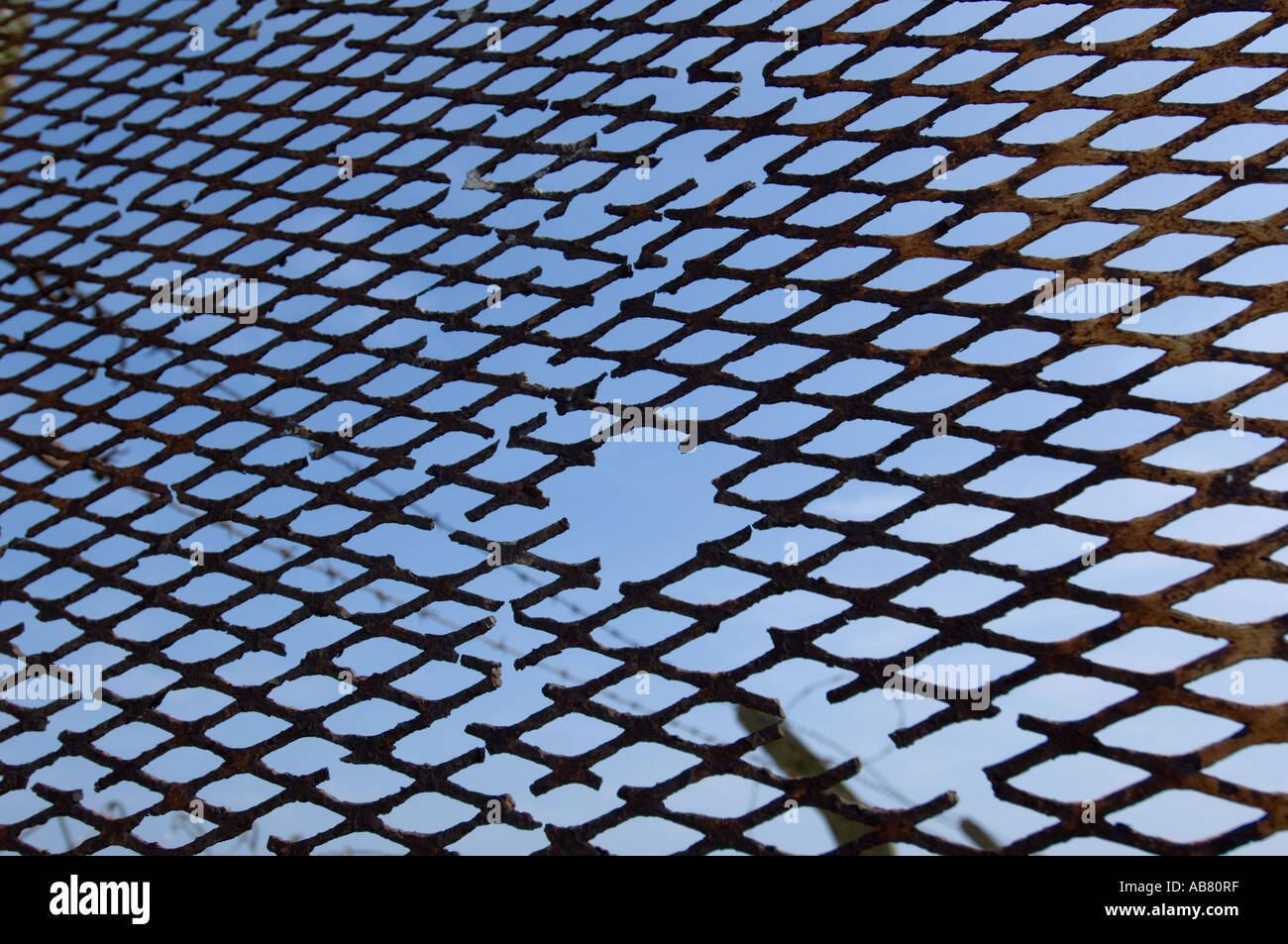 rusty wire fence Dungeness Kent Stock Photo: 7318654 - Alamy