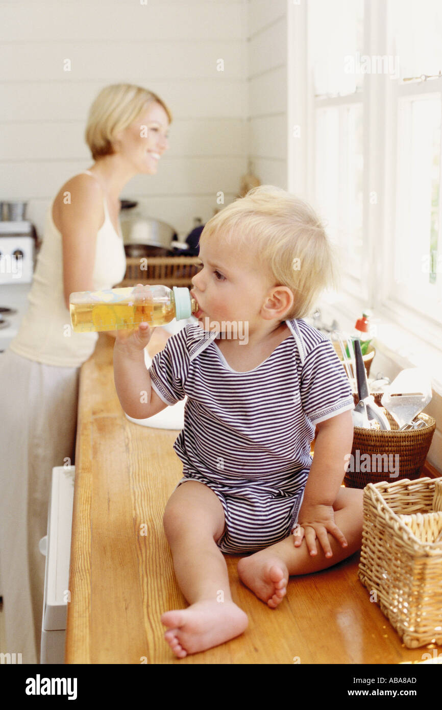 Mother and child in the kitchen - Stock Image