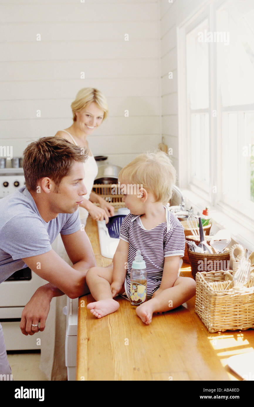 Young parents with child in the kitchen - Stock Image