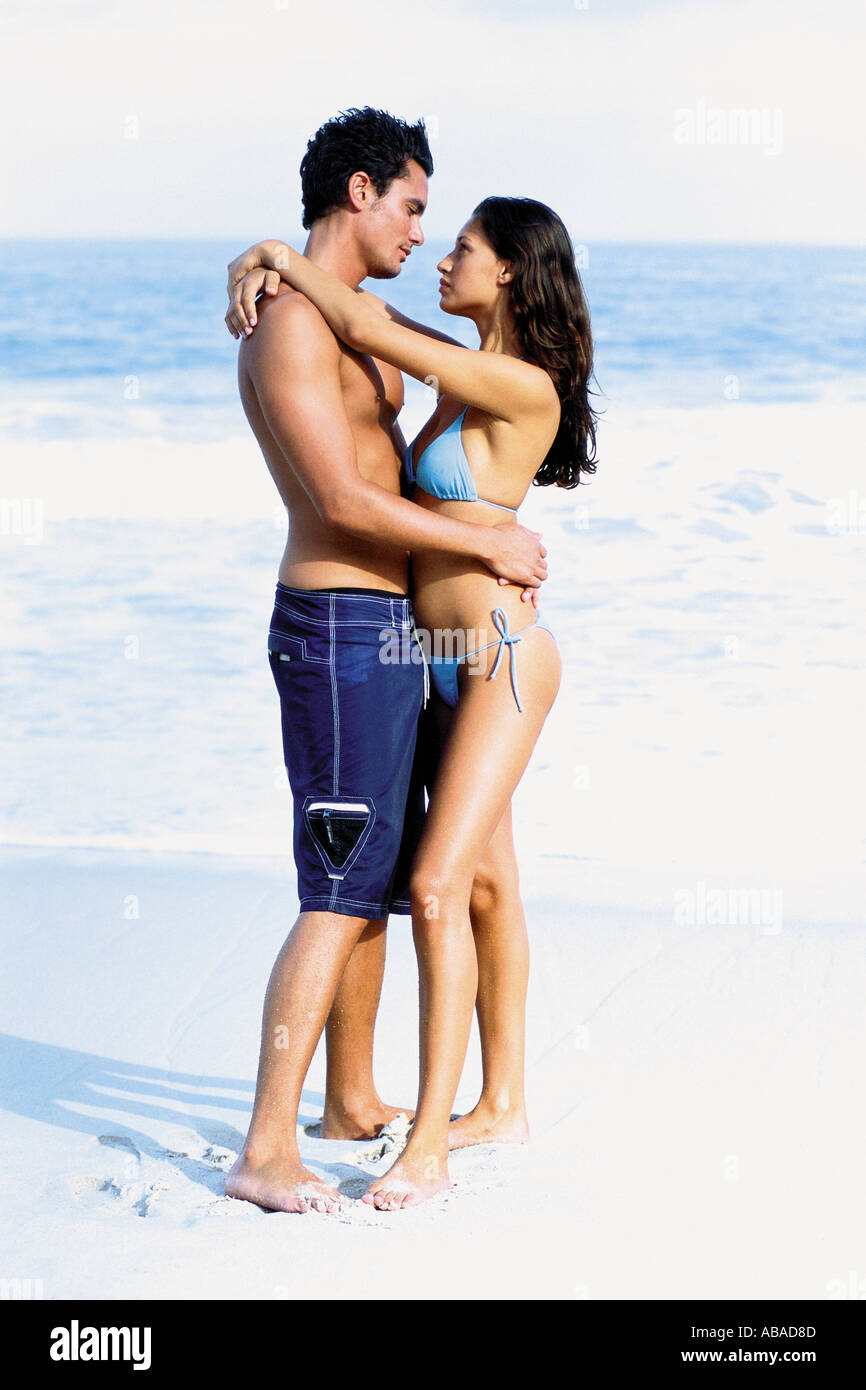 Romantic man and woman on beach - Stock Image