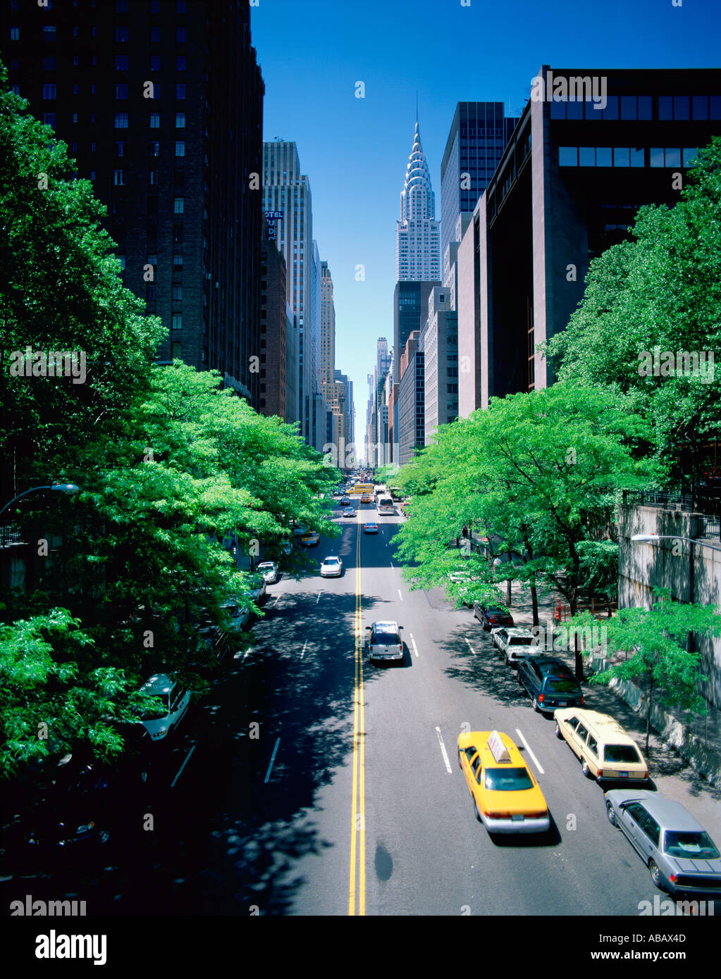 USA NEW YORK 42ND ST SHOWING CHRYSLER BUILDING YELLOW CAB - Stock Image