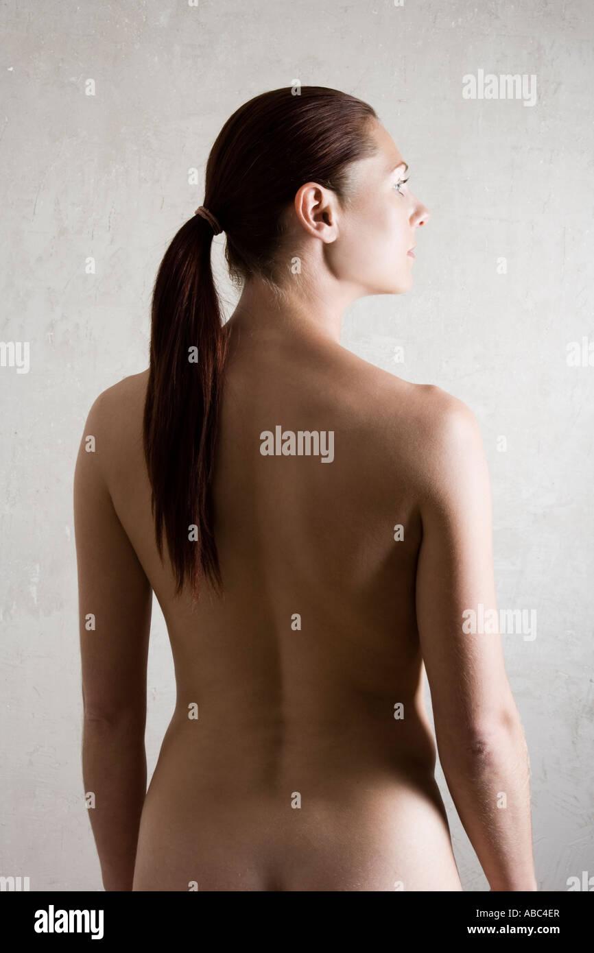 Frauen nackt mit Pferdeschwänzen, Pornosiris