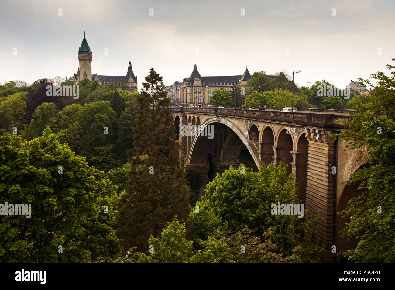 Adolphe bridge and BCEE building across the Petrusse valley in Luxembourg City - Stock Image