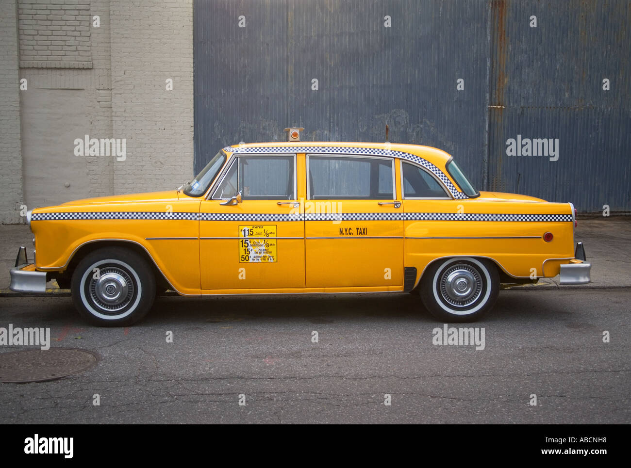 Parked yellow taxi cab new york - Stock Image