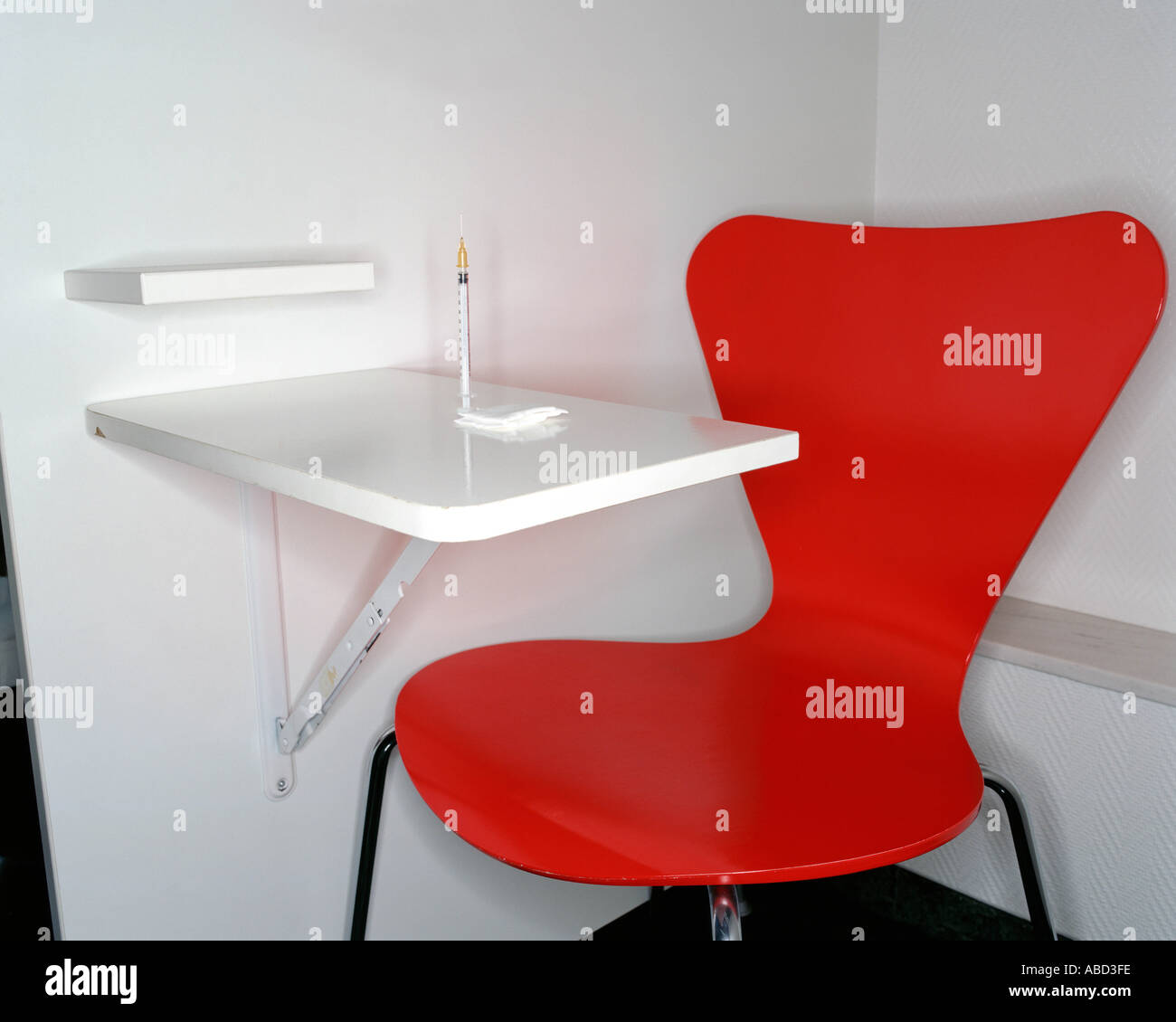 Red chair and syringe - Stock Image