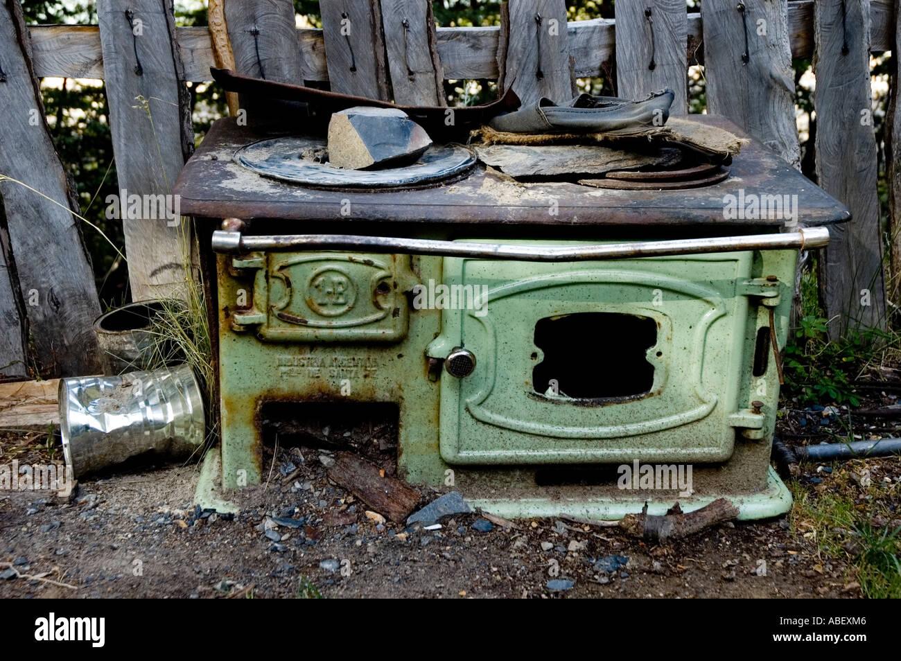 Old Stove in Refugio Los Troncos, Private Campsite near Piedra del Fraile, Santa Cruz, Patagonia, Argentina - Stock Image