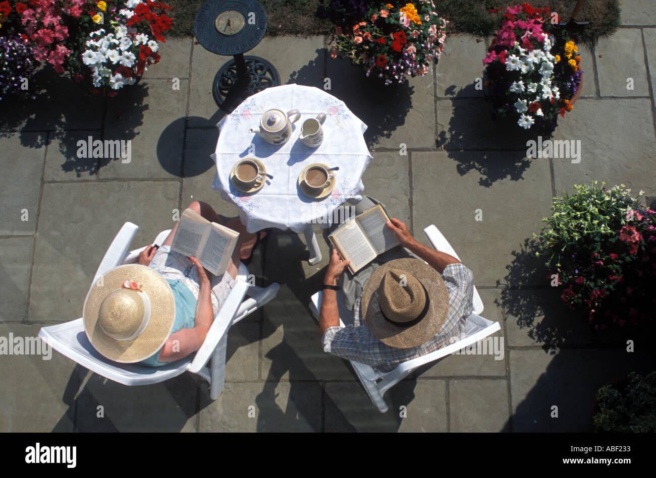 Couple drinking tea on garden patio - Stock Image