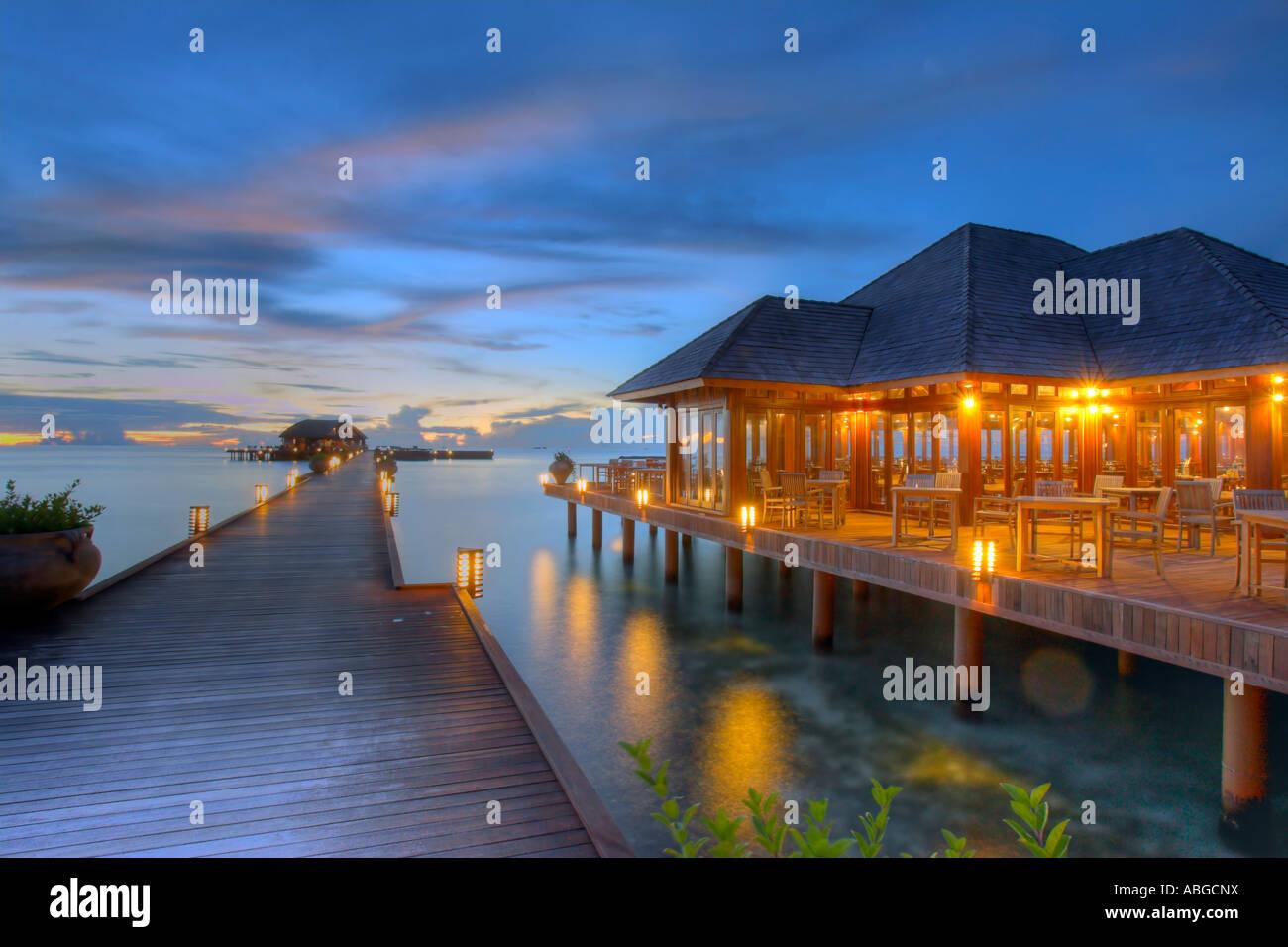 Jetty of Olhuveli in evening light with restaurant, Maledives - Stock Image