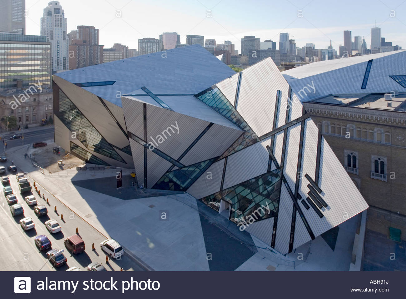 michael lee chin crystal addition to royal ontario museum in toronto stock photo 12895133 alamy. Black Bedroom Furniture Sets. Home Design Ideas