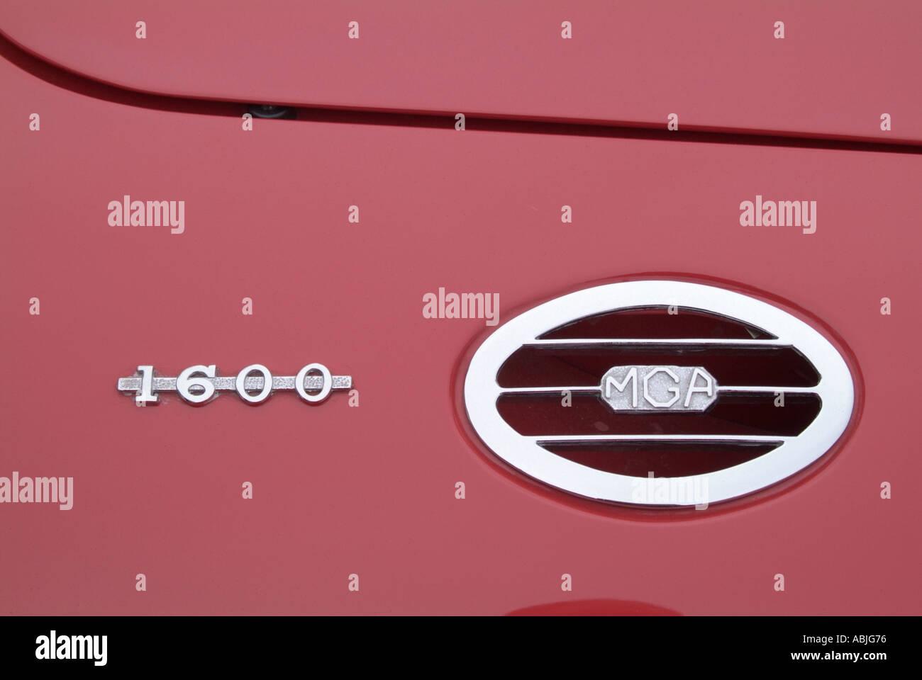 mga vent detail Mg morris garage logo emblem badge red - Stock Image