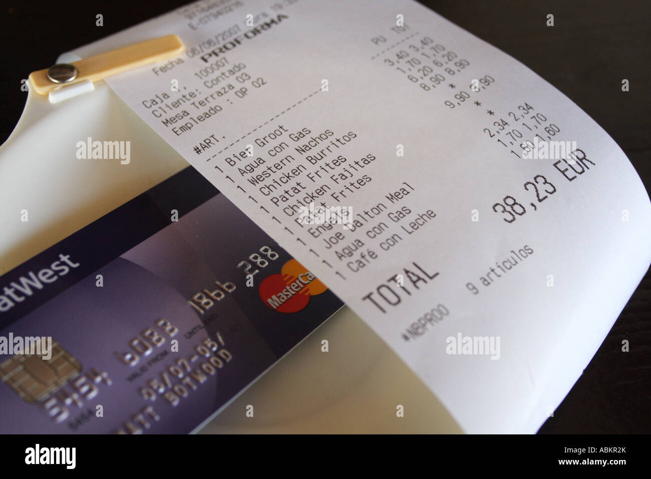 Restaurant Bill Credit Card Stock Photo 12918666 Alamy