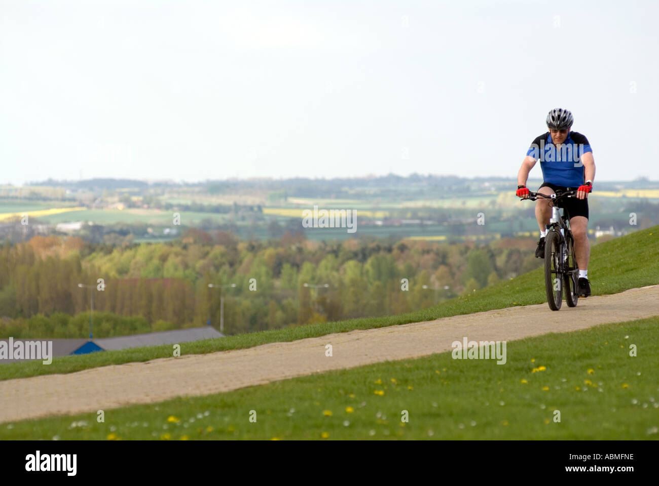 Mountain biker at Camphill Park Central Milton Keynes - Stock Image