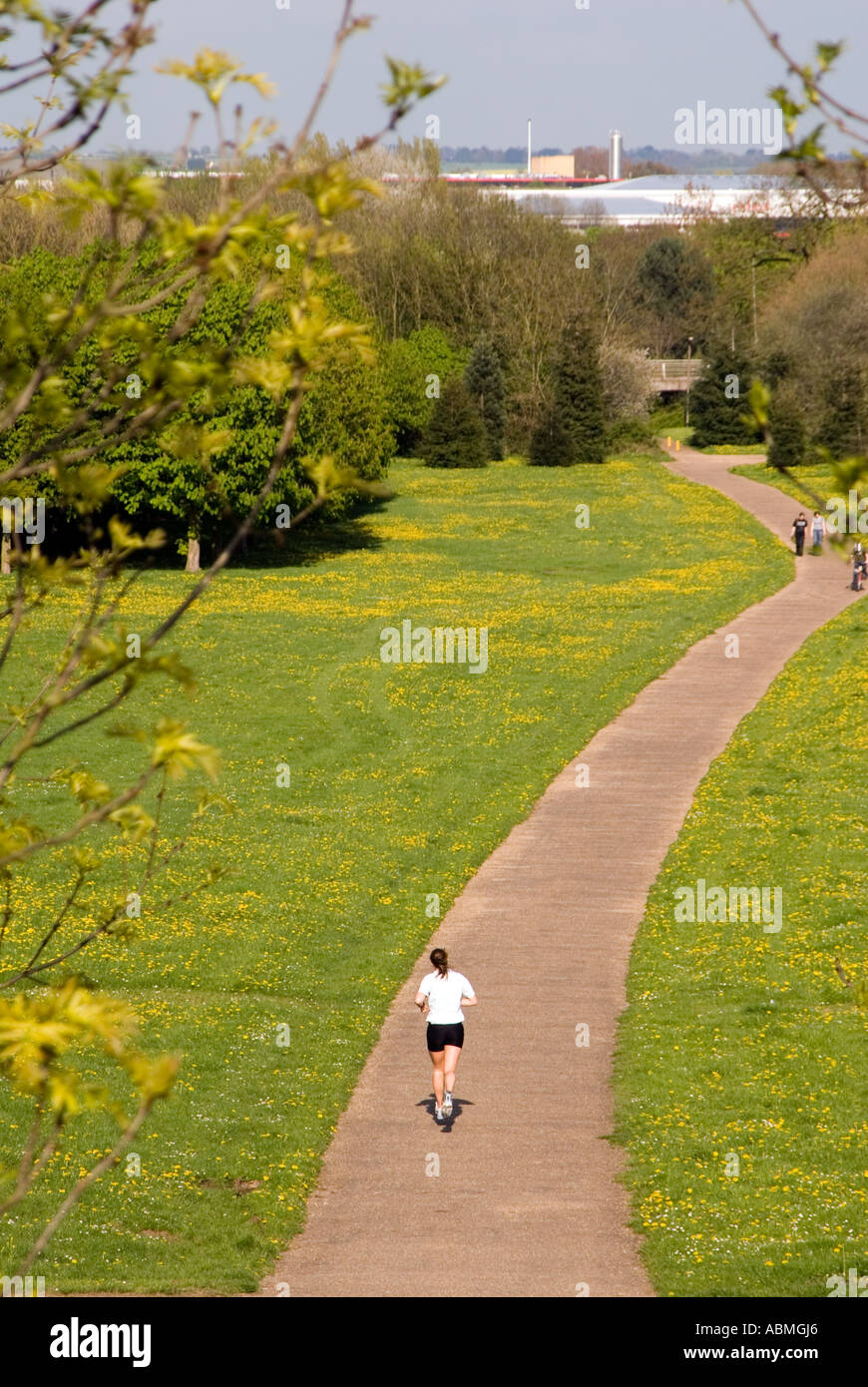 PICTURE CREDIT DOUG BLANE Running in Campbell Park Central Milton Keynes - Stock Image