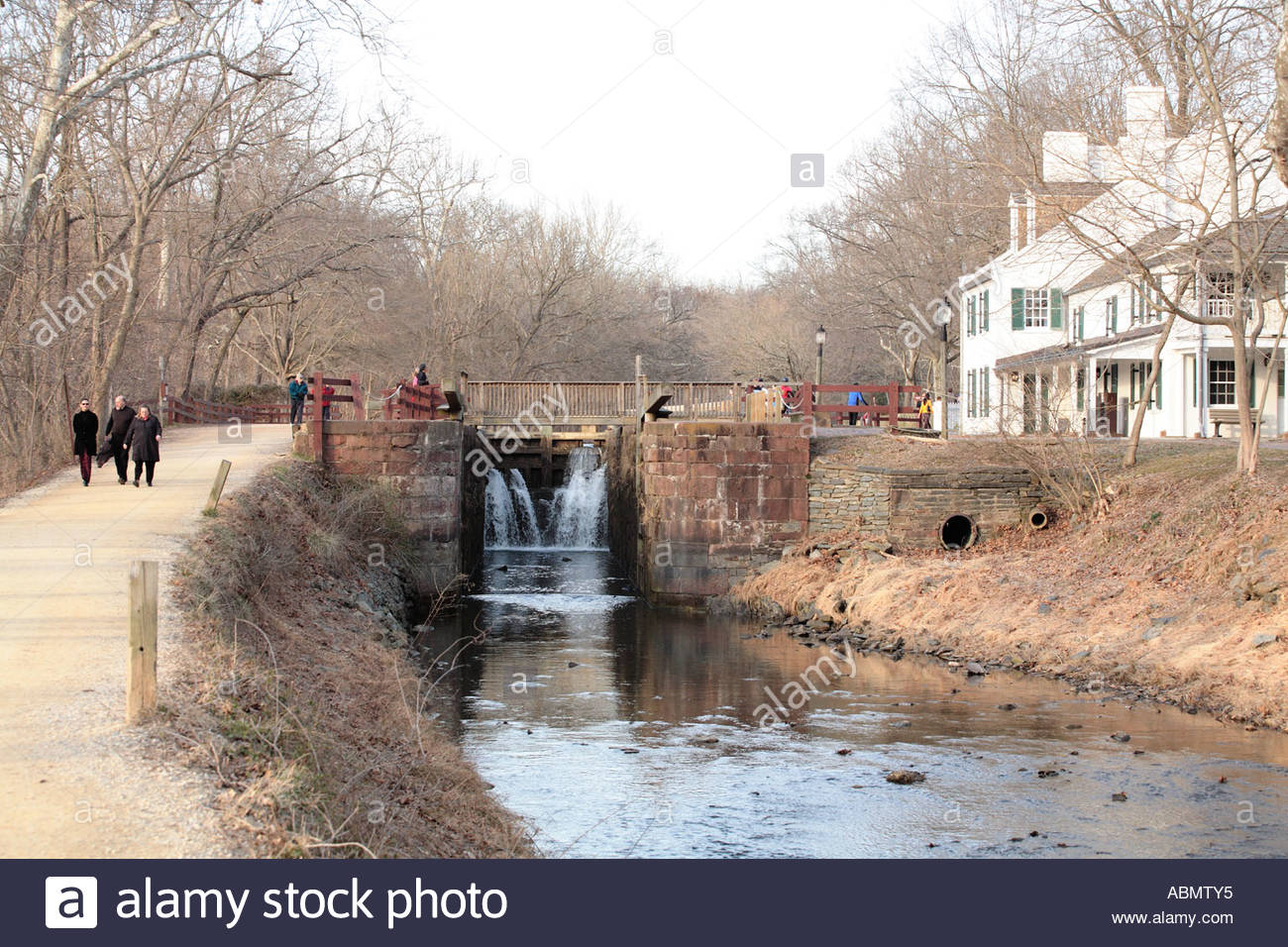 Water cascades from the lock at Great Falls Tavern on the C&O Canal - Stock Image