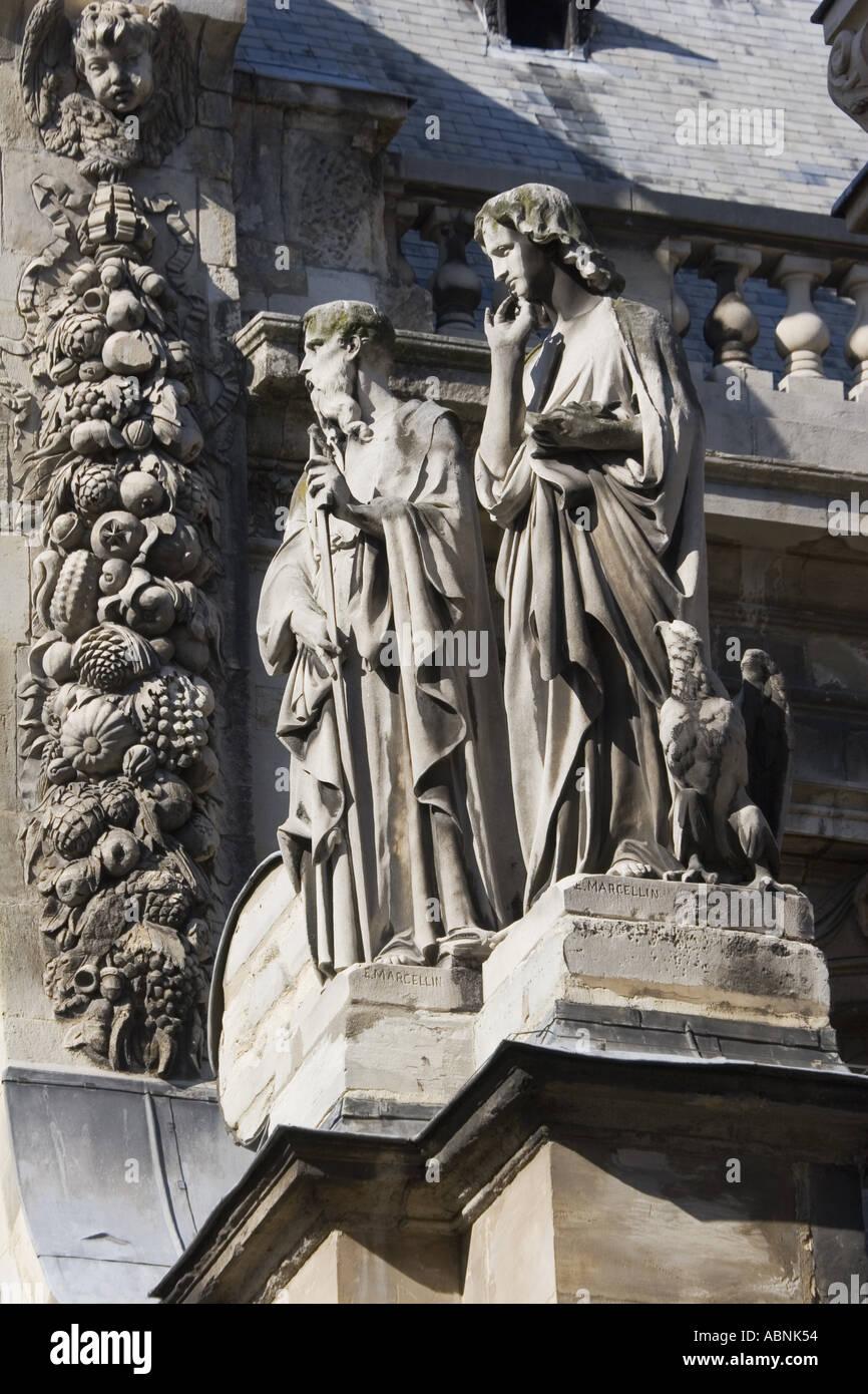Statues on exterior facade of La Sorbonne Paris France - Stock Image