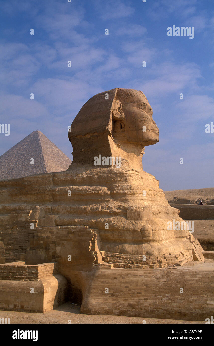 EGYPT Giza Sphinx with Great Pyramid Behind vertical iconic symbol - Stock Image