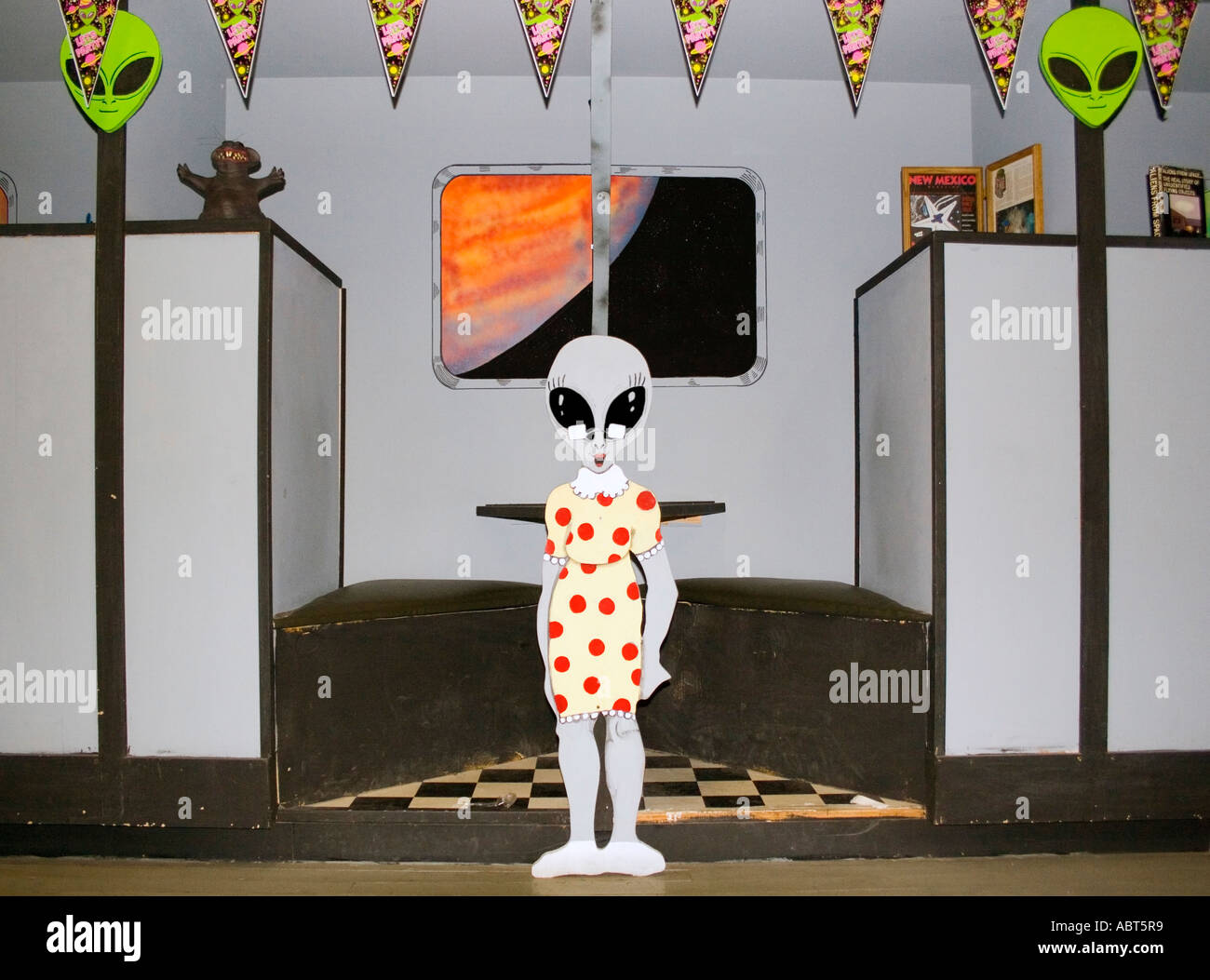 Alien waitress in diner at a gift shop in Roswell New Mexico - Stock Image