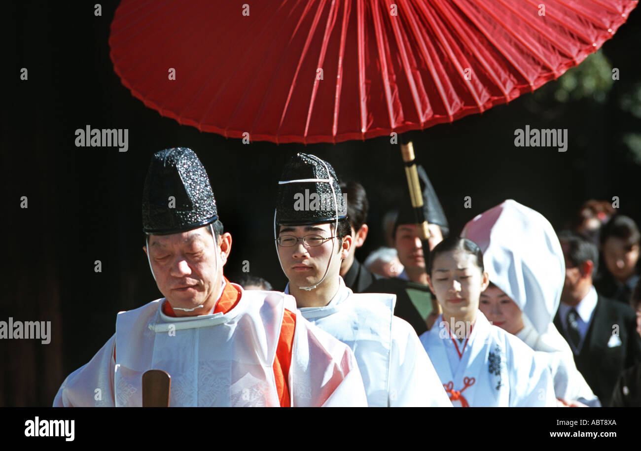 Priest and entourage accompanies a wedding group at the Meiji Shrine in Central Tokyo Japan - Stock Image