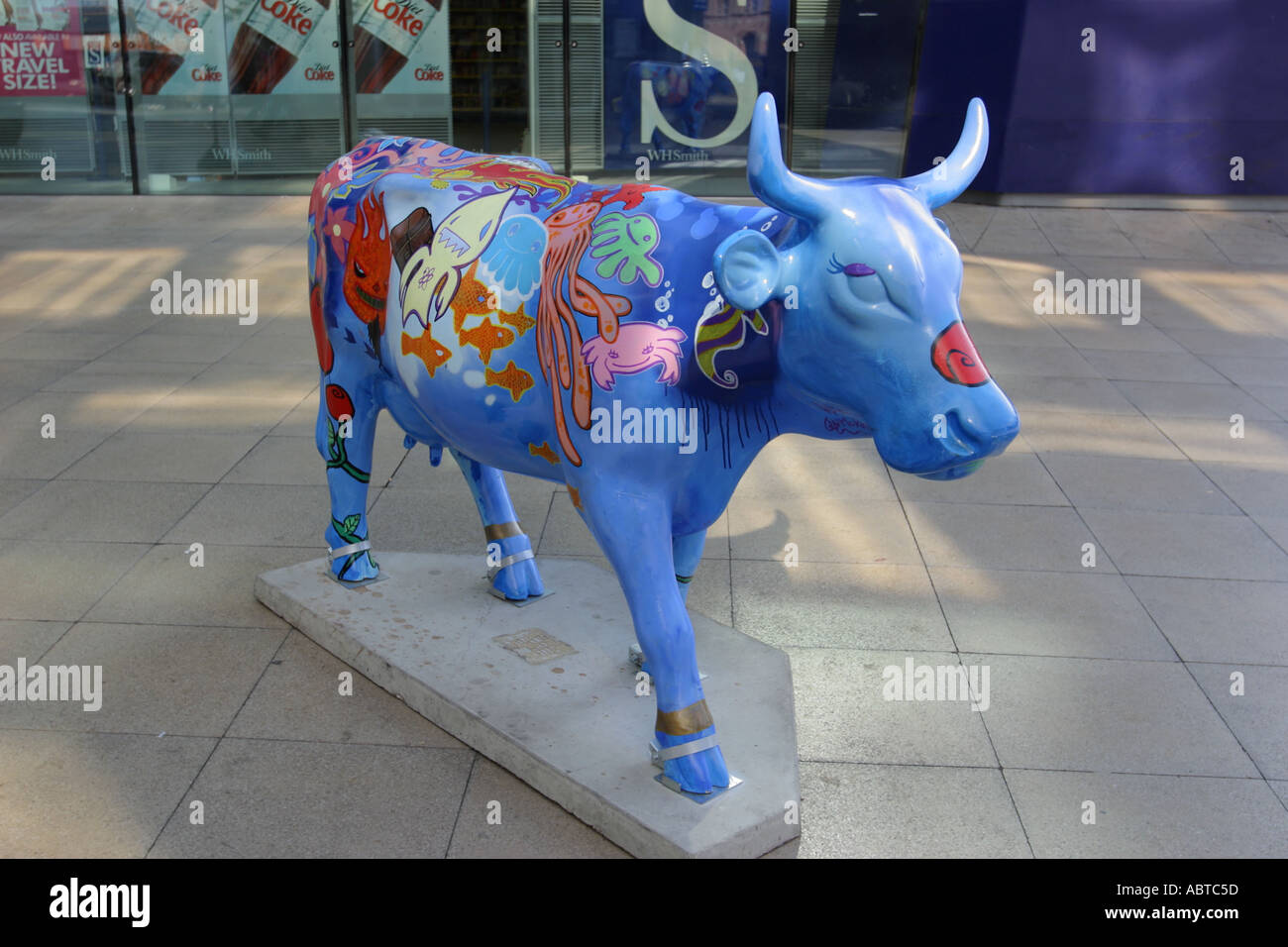 Cow Piccadilly Station part of Cow Parade Manchester 2004 public art exhibition UK - Stock Image