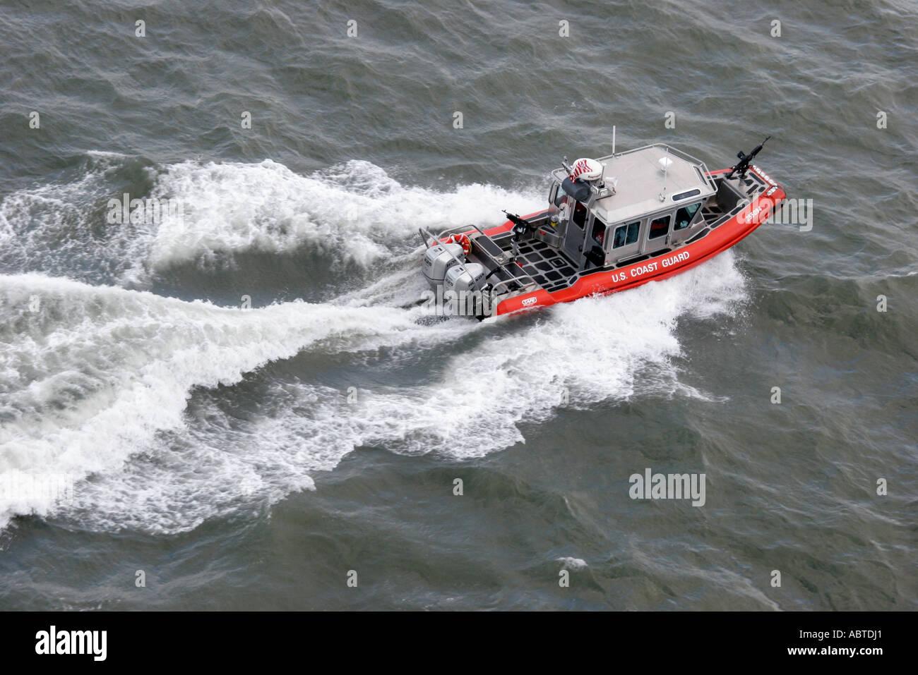 New York Upper New York Bay US Coast Guard boat guns homeland security - Stock Image